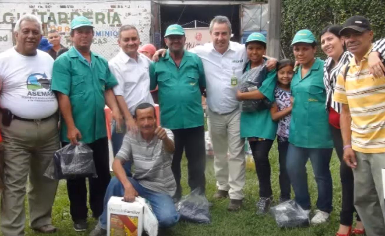 We recycle PET - Nosotros PETciclamos