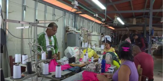 Manifiesta: Fashion For Peace - Manifiesta: Moda Para La Paz