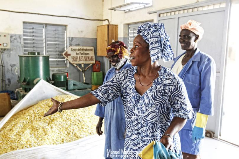 Connecting Recycling Between Africa and France