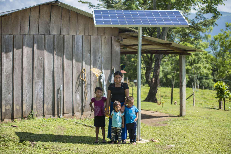 Erradicar la Pobreza con Luz - Erradicate Poverty with Light